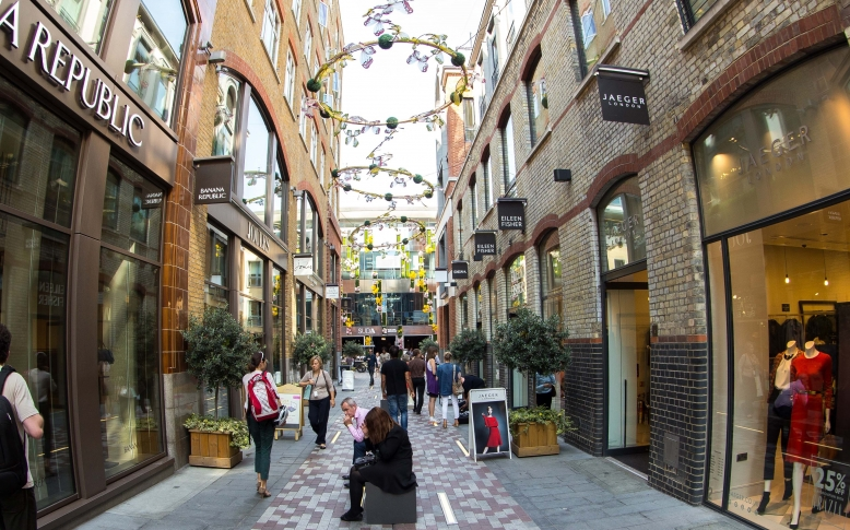 St Martin's Courtyard full Slingsby Place shot