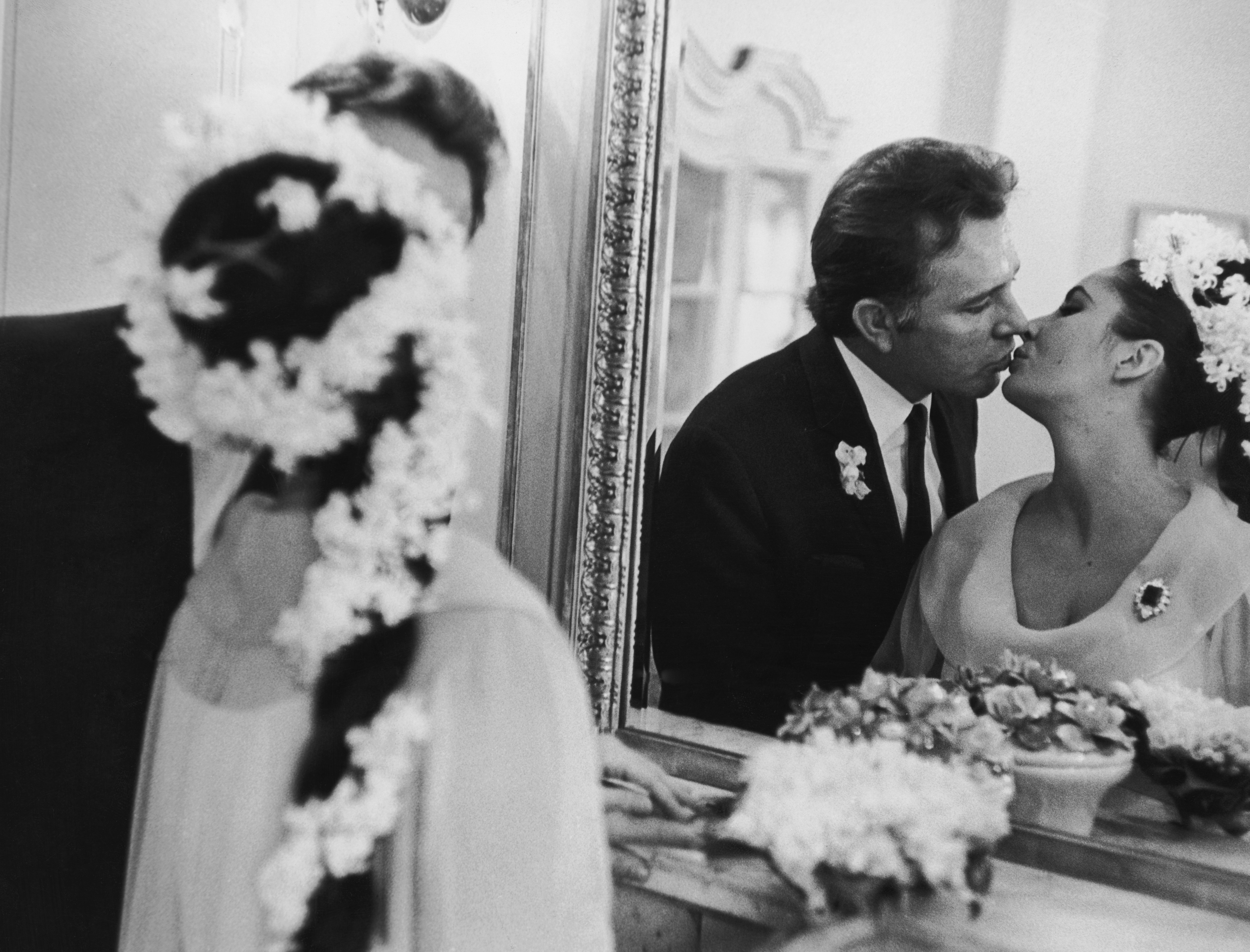 15th March 1964: Elizabeth Taylor marries her fifth husband Richard Burton (1925-1984) in Montreal.