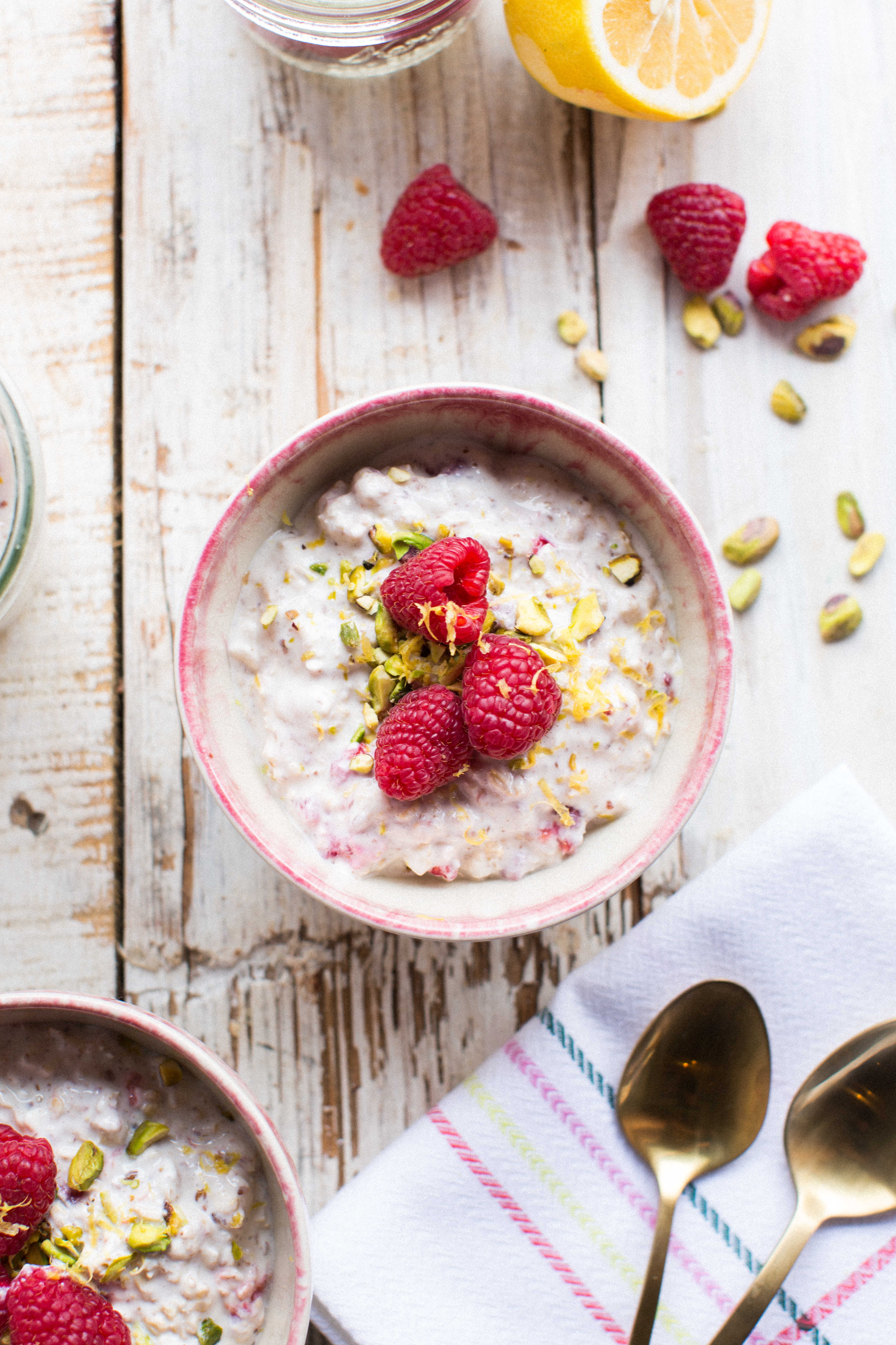 Raspberry Cheesecake Oats by Honesuckle